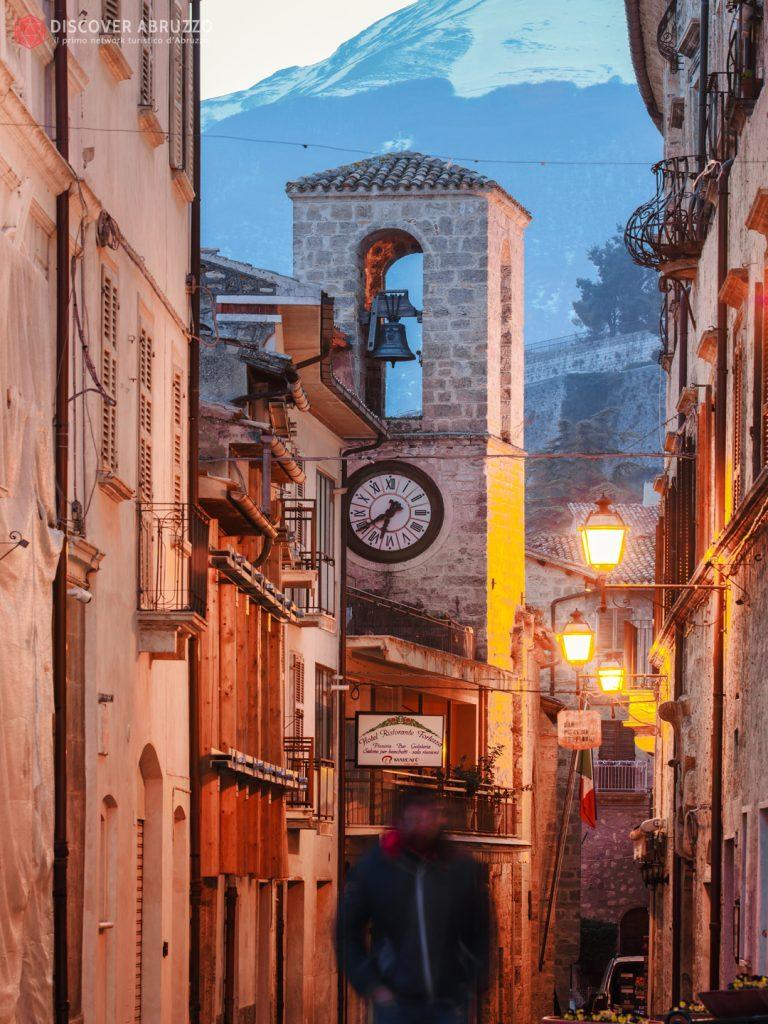 civitella-del-tronto-centro-storico-torre-orologio-medievale