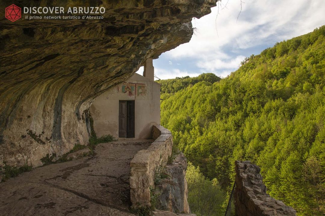 Abruzzo Trekking Escursioni Camminare Parchi Nazionali Natura Animali Eremo Sanbartolomeo