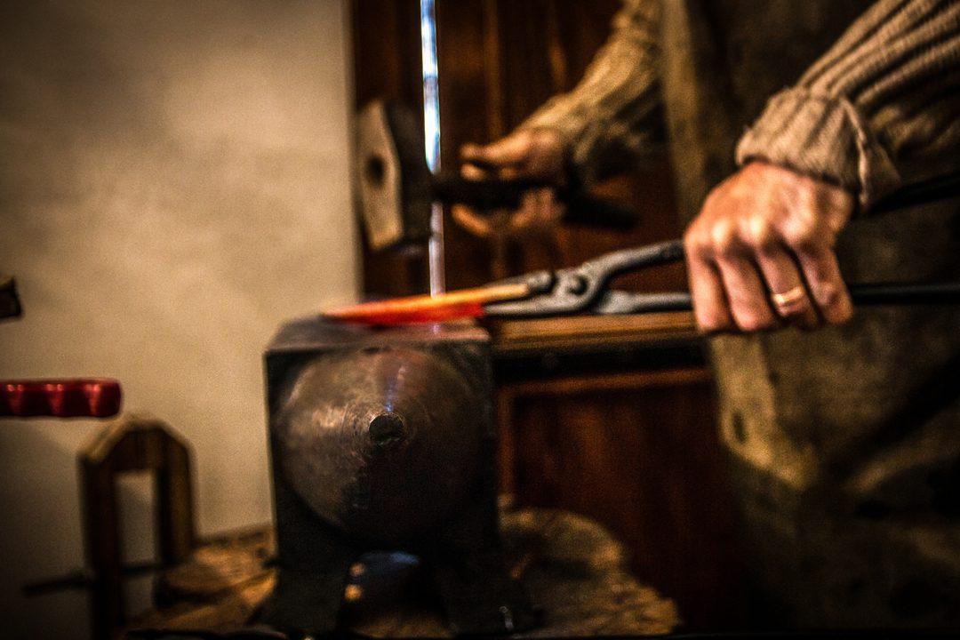 Discover Abruzzo Arti Dimenticate Fabbro Armaiolo (8)